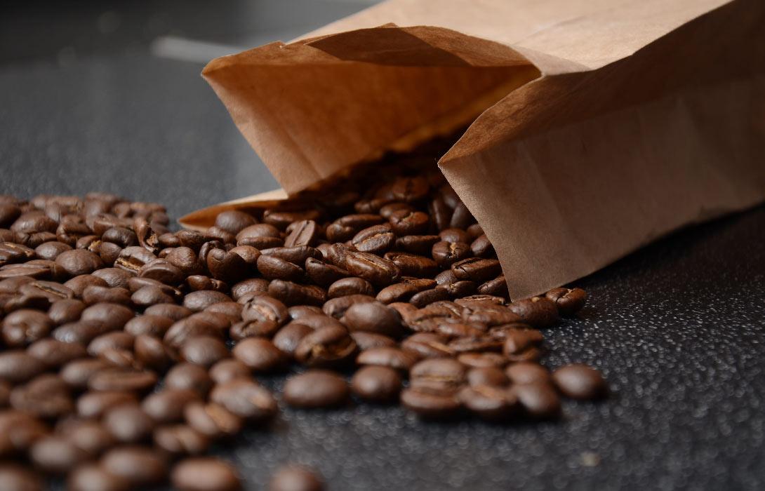 Jak umlít kávu bez mlýnku?